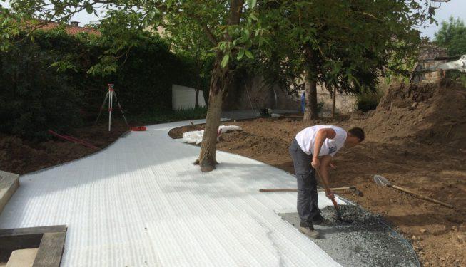 Réalisation zone gravier stabilisé avec dalles alvéolées